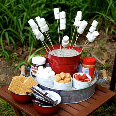 Ingredients to make s'mores